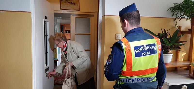 Rendőrök a házaknál, így ürítették ki a BAH-csomópont közeli lakásokat a bombák miatt – fotók