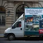 Visszavág a kormány Verhofstadtnak az Orbán-ellenes plakátja miatt – fotó
