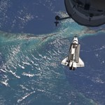 Ma landol a Földön az Atlantis űrsikló
