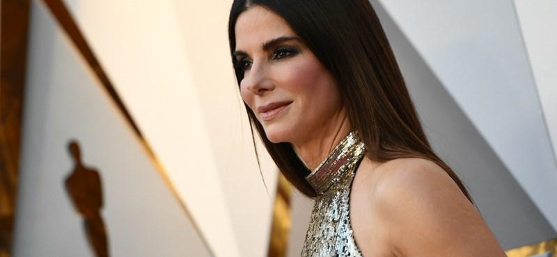 A Sandra Bullock-film miatt letakart szemmel vezetett egy amerikai kamasz