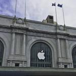 Fotók: így készül az Apple a hétfőn kezdődő nagy eseményére