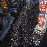 Elfajultak a hongkongi tüntetések, vasrudakkal és gumibotokkal estek egymásnak