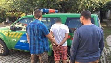 Lepedő alá bújt a lopás miatt körözött fiatal, de a rendőrök elég gyorsan megtalálták