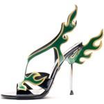 Szögesdrót, karácsonyfadísz, csipketerítő - Mi ihlette a szezon legdurvább cipőit?