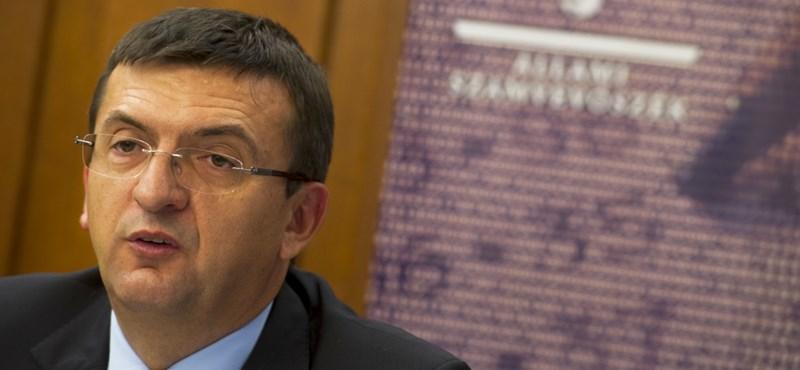 Domokos: Az államba vetett bizalmat veszélyeztetik a kórházak