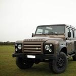 Így muzsikál egy Land Rover Defender a Corvette V8-as motorjával
