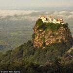 Mit keres egy vulkáni szikla tetején a templom?