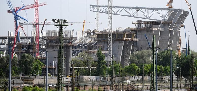 Az elhúzódó lakásépítések vihetik csődbe a családokat