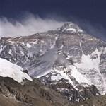 Lassan ellepi a fekália a Mount Everestet