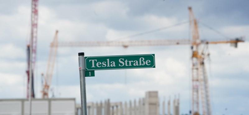 Több száz dízelgenerátor látja el árammal a Tesla berlini gyárépítését