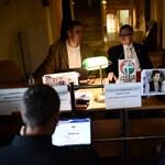 Fotó: az aulában nyitottak irodát a Parlamentből kitiltott jobbikosok