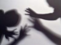 Tizenketten erőszakolhattak meg egy 19 éves lányt Cipruson