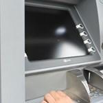 Ha ma készpénzt vesz fel egy ATM-nél, kétszer is nézze meg a bankkártyás nyílást