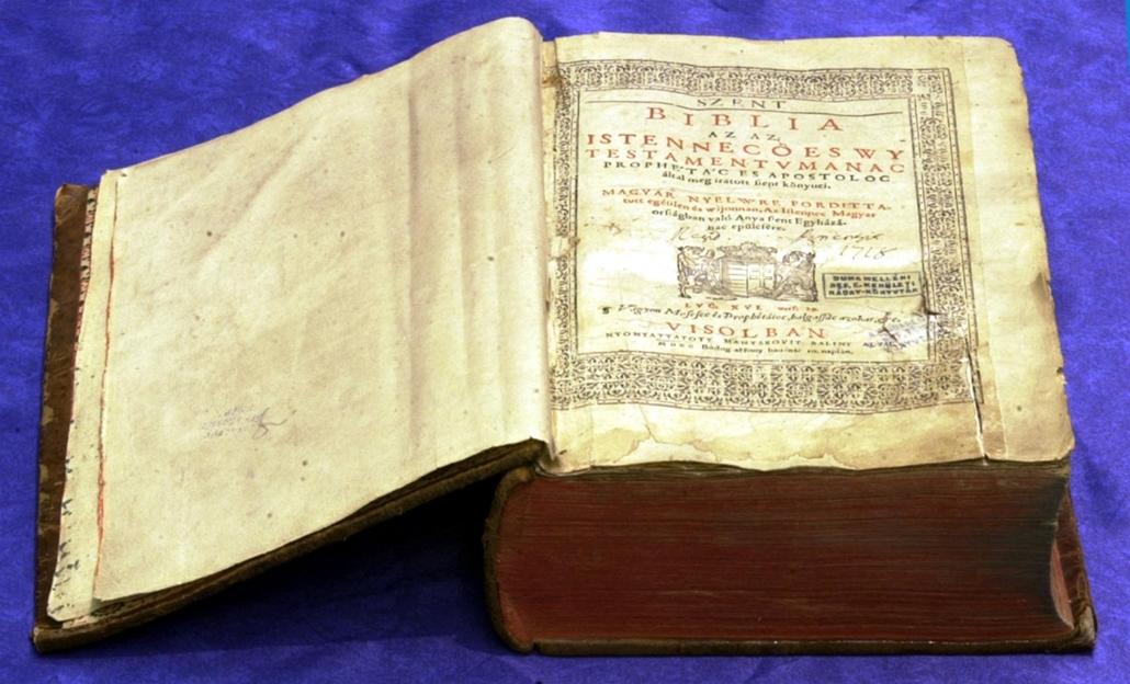 yyy - könyv világnapja nagyítás