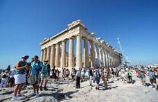 Könygázzal oszlatták a több tízezres tömeget Athénban