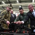 Hazai gyártású lőfegyvereket kapnak a magyar katonák