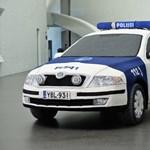 Fotók: megkötöttek egy rendőrautót