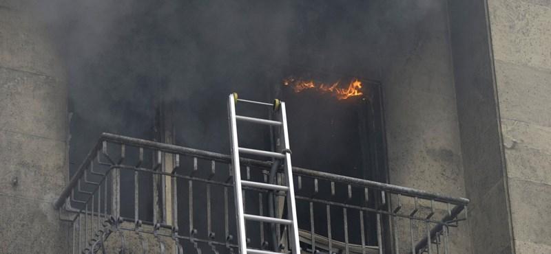 Hat ember halt meg egy lakástűzben Belgrádban