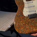 Tudja, mit lehet csinálni 1200 színes ceruzából? Például egy működő gitárt