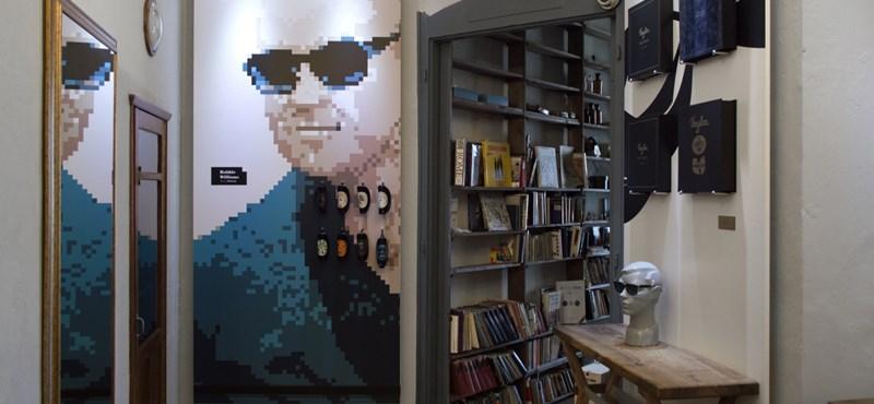 Az AC/DC-vel is leboltolt a bakelitlemez-szemüvegeket gyártó magyar kisvállalkozás