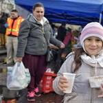 Ma senki se maradjon éhen: ételt osztanak a Blaha Lujza téren