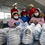 Jó üzlet a gyártóknak, mégsem véd a maszk a koronavírus ellen