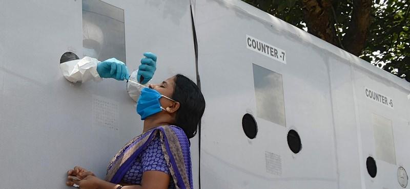 En India, dos o tres pacientes con coronavirus comparten una cama individual