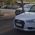 A nap fotója: vizes vb-s Audival parkoltak egyszerre négy helyre