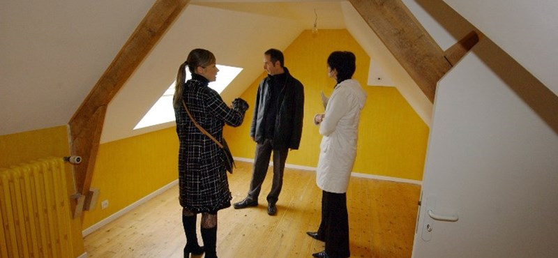 Segítséget kínál egy ingatlanos cég a munkájukat elvesztő magyaroknak