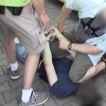 Így vittek földre drogdílereket a rendőrök egy ferencvárosi parkolóban – videó