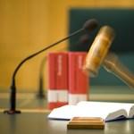 A vádlotti pulpitussal randalírozott egy férfi a csepeli bíróságon