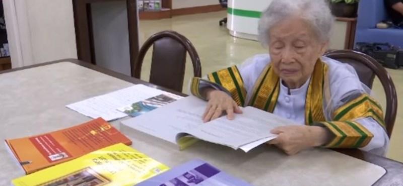 Ő az igazi rekorder, aki 91 évesen szerzett diplomát