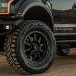 Nem kér elnézést: 6 kerékkel és 600 lóerővel támad a félelmetes új Ford