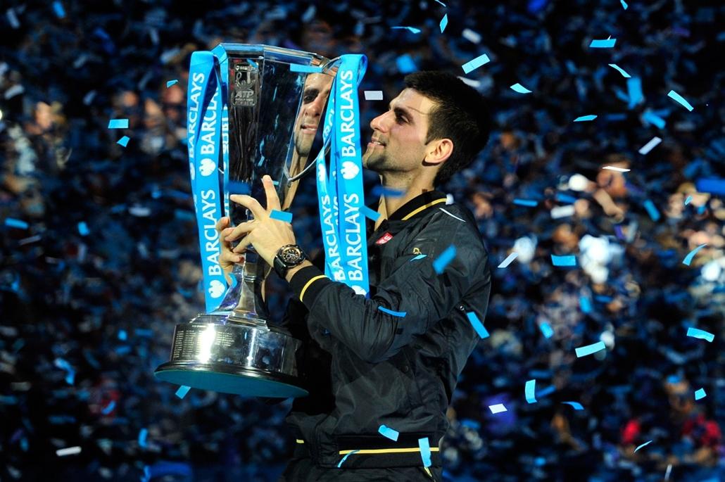 /2012. november 12. - London, Anglia: a nyolcadik napon Roger Federerrel játszott szoros meccs után végül Novak Djokovic győzelmével zárult az ATP tenisztorna döntője.  - évsportképei