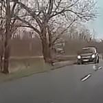 Videó: szinte letolta a Suzuki az Opelt az útról, annyira akart előzni