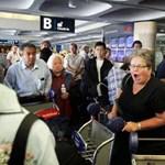 Ezrek ragadtak külföldön egy brit légitársaság csődje miatt