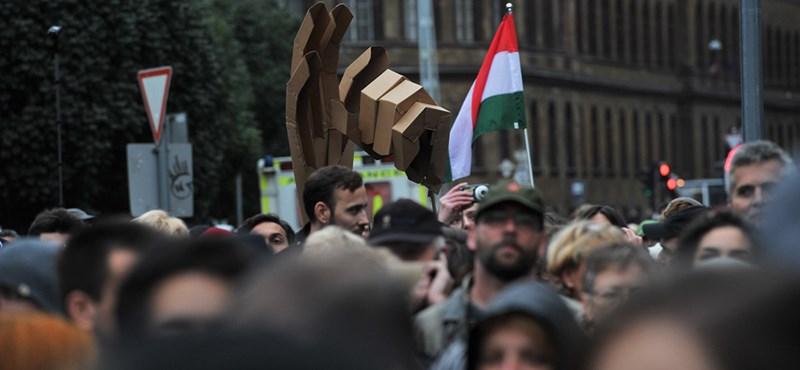 """""""Amerika nem fogja helyettünk kikényszeríteni"""" - tüntetés a Blahán"""