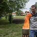 Rakéták helyett vegyszer és gyufa: teszteltük a magyar jégverés-elhárító rendszert