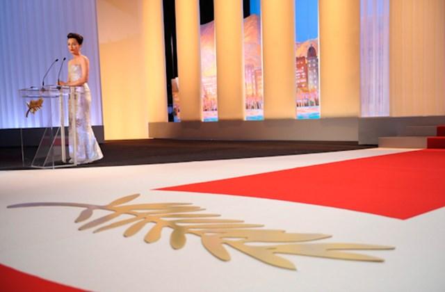 Kristin Scott Thomas brit színésznő a 63. Cannes-i Nemzetközi Filmfesztivál háziasszonya beszédet mond a nyitóünnepségen