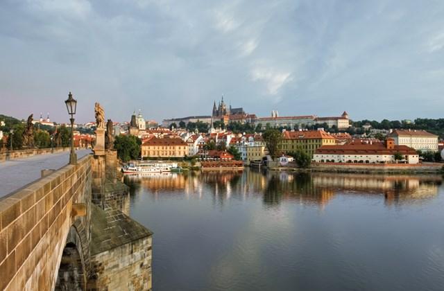 A Károly híd és a Vár Prágában