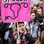 Esemény előtt: A lengyel kormány a nép 70 százalékával megy szembe