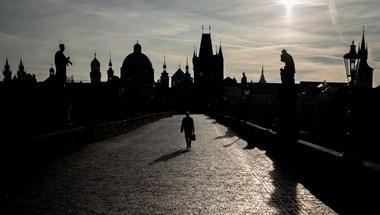 A kormány rossz döntéseinek sorozata kellett ahhoz, hogy Csehország az EU legjobban fertőzött országa legyen
