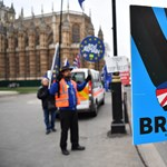 A briteknek is részt kellene venniük az EP-választáson a Brexit elhalasztásához