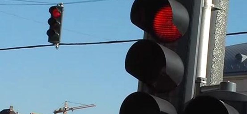 """A nap videója: akcióban a """"jövőbe látó"""" győri autós"""