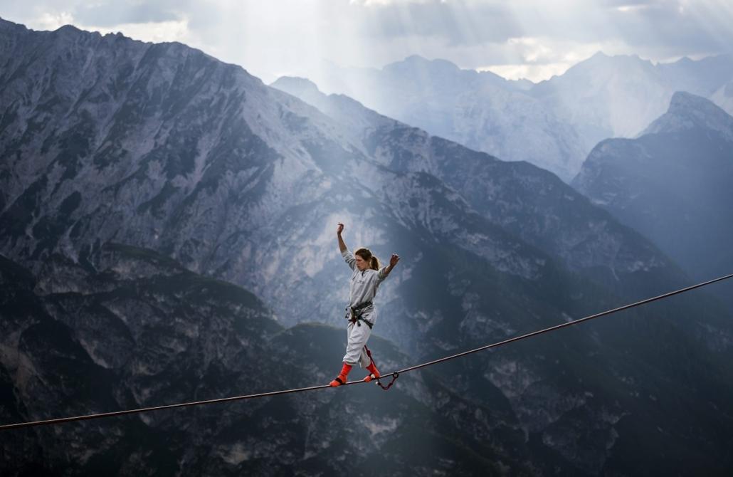 mti.14.09.16. - Misurina, Olaszország: Nemzetközi highline-találkozó a Dolomitokban - az olaszországi Misurina közelében lévő Monte Piana hegyen megrendezett nemzetközi highline-találkozón