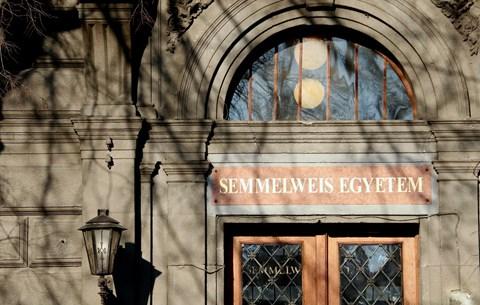 Friss felsőoktatási világrangsor: rontottak a magyar egyetemek a tavalyi eredményükhöz képest
