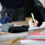 Magán tankönyvkiadók perlik be az Oktatási Hivatalt