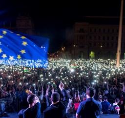 Mi vagyunk a többség: így hömpölygött végig százezres tömeg a belvároson – Nagyítás