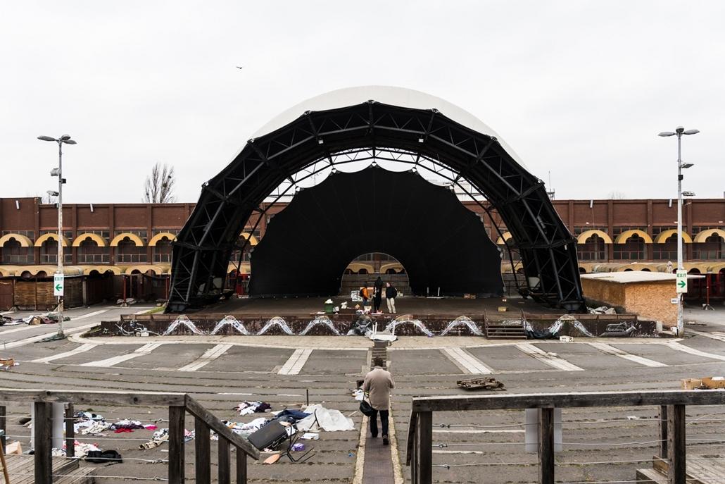 mm.16.12.01. - PECSA - megkezdődött a Petőfi Csarnok bontása