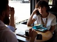 Miben és hogyan segíthet a figyelő hallgatás?